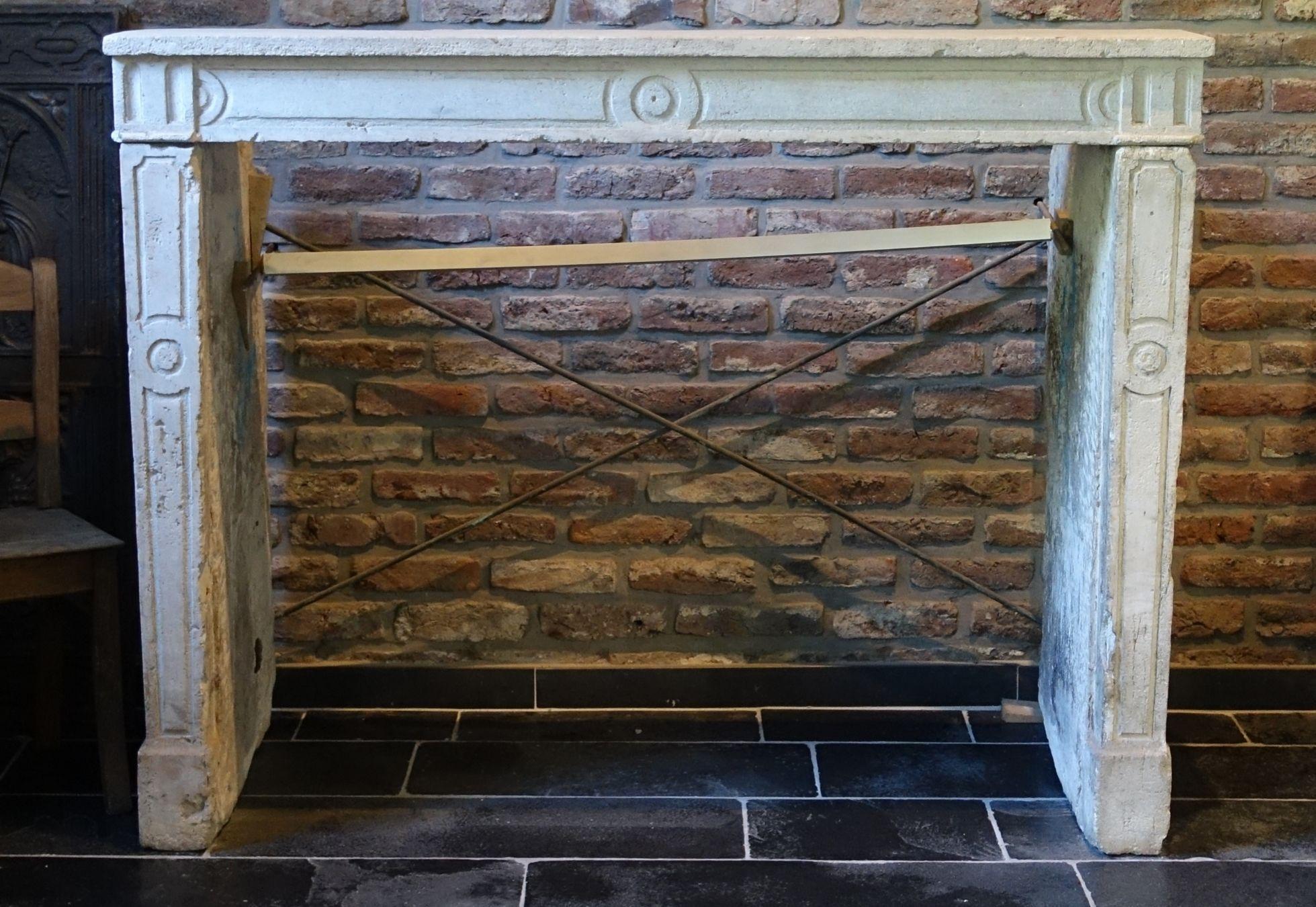 antiker kamin sandstein naturstein vonderhecken. Black Bedroom Furniture Sets. Home Design Ideas